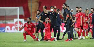 وزیر ورزش جام را به پرسپولیسیها اهدا کرد
