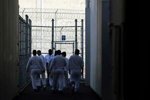 نگهداری مهاجران در زندانهای فدرال و ایالتی آمریکا