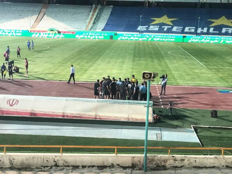 قطع برق ورزشگاه آزادی در بازی استقلال و پدیده +عکس و فیلم