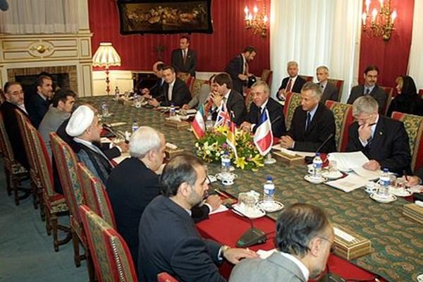 «سایمون شرکلیف» کیست؟/ مأمور امنیتی انگلیسی با پوشش دیپلماتیک در راه تهران +عکس