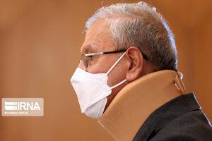عکس/ سخنگوی دولت با گردنی بسته در نشست خبری حاضر شد