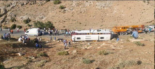 حادثه برای اتوبوس حامل خبرنگاران در آذربایجانغربی/ فوت ۲ خبرنگار و مصدومیت ۲۱ نفر+اسامی فوتشدگان، عکس و فیلم
