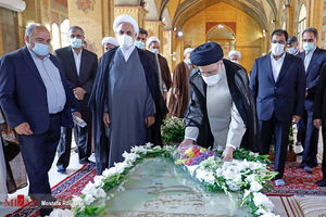 عکس/ ادای احترام رئیسی به مقام شهدای هفتم تیر