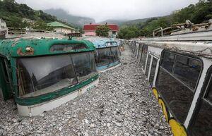 تصویر یک پارکینگ اتوبوس در شبه جزیره کریمه پس از فروکش کردن سیلاب و گلولای