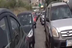 صفهای طولانی مقابل پمپ بنزین ها در لبنان