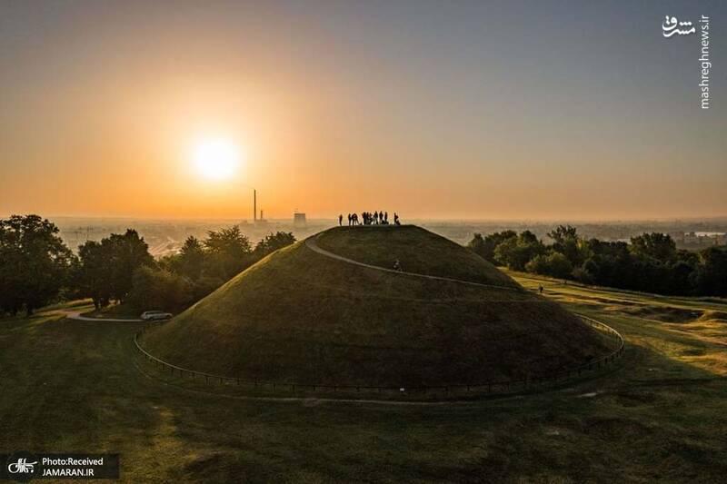 عکس/ تصویری زیبا از طلوع آفتاب انقلاب تابستانی