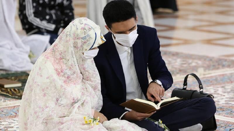 روایتی از پیوند قلبها در حرم امام مهربانی/ روایت عروسی که مهریهاش را از ۱۳۶۹ سکه به ۸ سکه کاهش داد