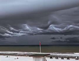 فیلم/ ابرهای عجیب در ساحل فلوریدا
