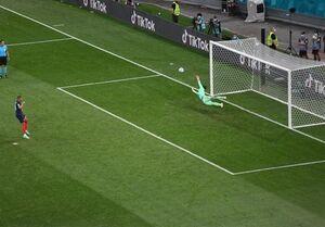 عکس/ لحظه خراب کردن پنالتی امباپه برابر سوئیس