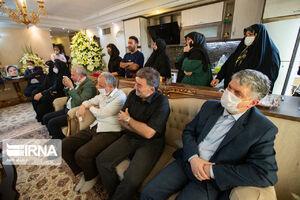 عکس/ مسئولین در منزل خانواده خبرنگاران فقید ایسنا و ایرنا