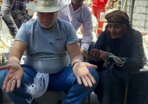کار جالب نماینده سابق مجلس برای یک پیرزن+ عکس