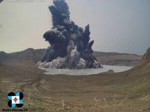 عکس/ لحظه فوران آتشفشان در فیلیپین
