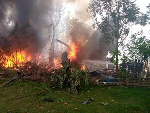 عکس/ سقوط هواپیمای نظامی فیلیپین