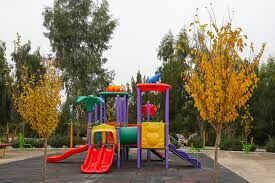 وضعیت اسفبار وسایل بازی کودکان در پارکها!+ عکس