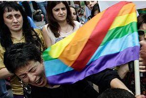 ممانعت مردم گرجستان از راهپیمایی همجنسگرایان+ فیلم
