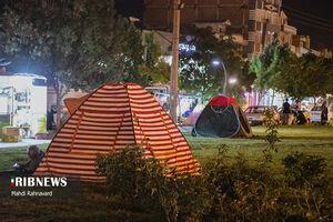 عکس/ حضور شبانه مردم نقده در خیابانها پس از زلزله