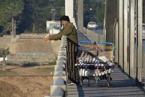 عکس/ کار زیبای یک هموطن بر فراز پل سفید اهواز