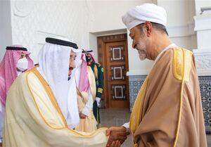 سلطان عمان در اولین سفر خارجی خود وارد عربستان سعودی شد +عکس