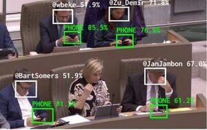 شیوه نظارت بر موبایل بازی نماینده ها در بلژیک+ عکس