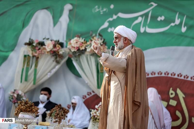 خواندن خطبه عقد دو زوج جهادگر توسط حجت الاسلام شیخ محمود ریاضت در مراسم دختران انقلاب