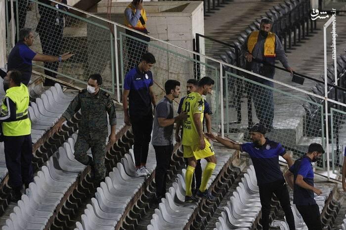 درگیری عجیب روی سکوهای ورزشگاه آزادی +عکس