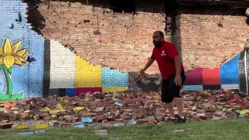 نقاشی دیواری جورج فلوید تخریب شد/صاعقه مقصر است یا سفیدپوستان؟