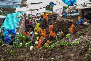 ۲۱ کشته بر اثر بارش شدید باران و رانش زمین در هند +عکس