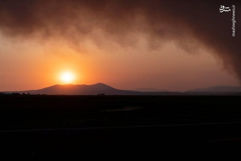 غروب خورشید در میان دود آتش سوزی اورگان