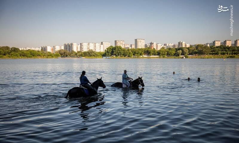 فرار از گرمای هوا در مسکو