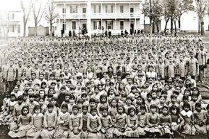 سیستم آموزشی جنایتکارانه کانادا و آمریکا برای کودکان بومی