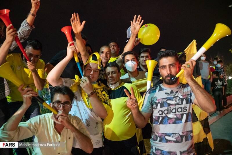 شادی هواداران «فجر شهید سپاسی» در بلوار چمران شیراز