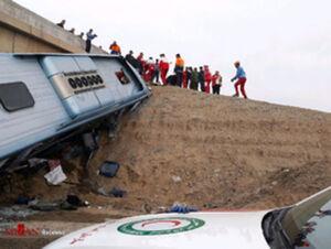 واژگونی اتوبوس در محور هراز با ۳ فوتی