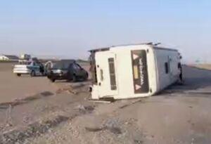 فیلم/ واژگونی اتوبوس حامل ۲۰ مسافر از مشهد به تهران