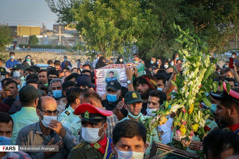 آیین تشییع پیکر شهید مدافع مردم «ضرغام پرست» در رامهرمز