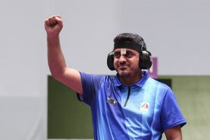 چفیه جواد فروغی در هنگام کسب طلای المپیک+ عکس