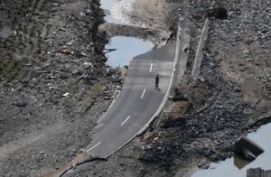 یکی از دهها جاده ویران شده در غرب آلمان