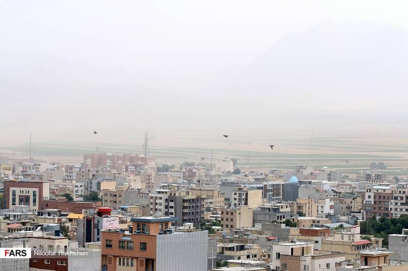 بام ایران در حصار گرد و غبار