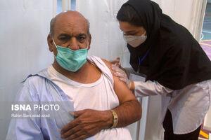 عکس/ واکسیناسیون افراد ۶۰ سال به بالا در کرمان