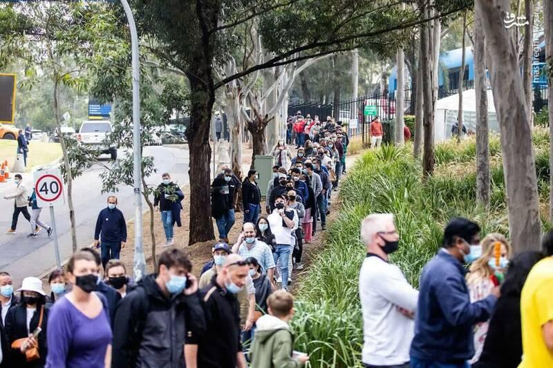 صف واکسن کرونا در سیدنی استرالیا+ عکس