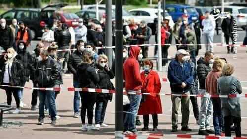 صف واکسن کرونا در آلمان+ عکس