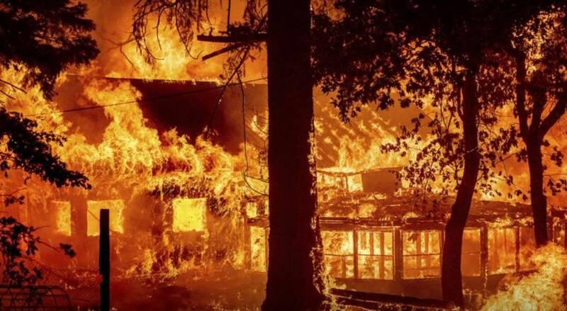 بزرگترین آتش سوزی کالیفرنیا خانهها را سوزاند +عکس و فیلم
