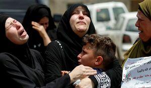 لحظه ای تلخ از مراسم تشییع یک جوان فلسطینی