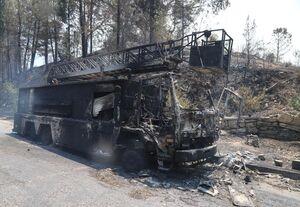 عکس/ ماشین آتش نشانی هم در ترکیه سوخت