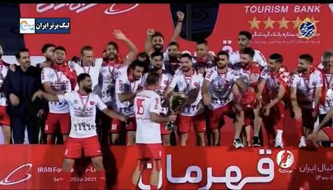 فیلم/ لحظه بالابردن جام قهرمانی پرسپولیس در لیگ بیستم