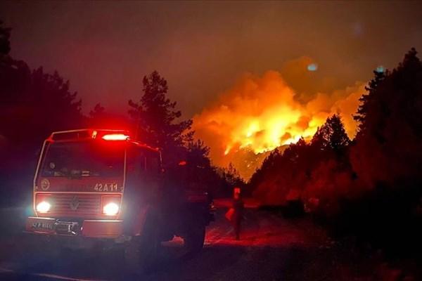 افزایش تلفات آتشسوزی بزرگ ترکیه به ۸ کشته/ تفرجگاههای ساحلی ازبین رفتند