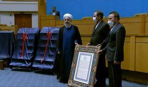 عکس/ هدیه اعضای دولت به روحانی