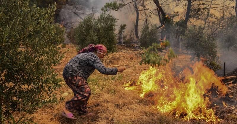 عکس  ادامه آتش سوزیهای گسترده در ترکیه