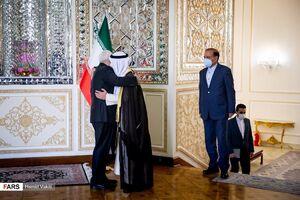 عکس/ وزیر خارجه کویت در آغوش ظریف