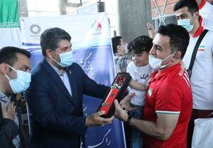 تیمهای ملی کشتی فرنگی و وزنهبرداری وارد تهران شدند