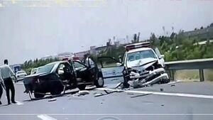 تصادف خودروی ناجا در اتوبان قم - تهران / سارقان مسلح متواری شدند